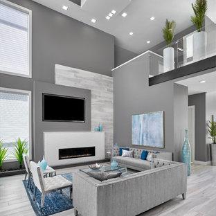 エドモントンの大きいコンテンポラリースタイルのおしゃれなLDK (グレーの壁、磁器タイルの床、横長型暖炉、タイルの暖炉まわり、埋込式メディアウォール、グレーの床) の写真
