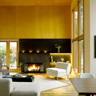 Bild på ett funkis vardagsrum, med bambugolv
