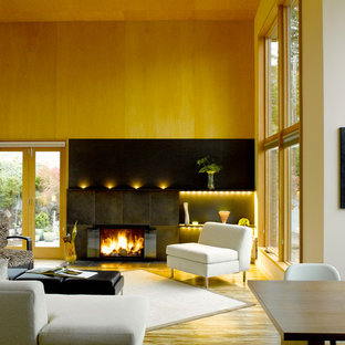 This is an example of a modern living room in Seattle with bamboo floors.
