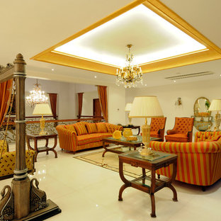 Ispirazione per un soggiorno tradizionale aperto con pareti bianche e pavimento bianco
