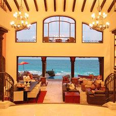 Mediterranean Living Room by DIAZ DE LUNA SIGNATURE
