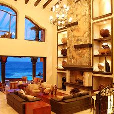Traditional Living Room by DIAZ DE LUNA SIGNATURE