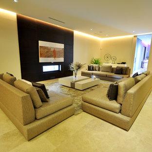 Ispirazione per un grande soggiorno moderno chiuso con sala formale, camino lineare Ribbon, TV a parete e pareti bianche