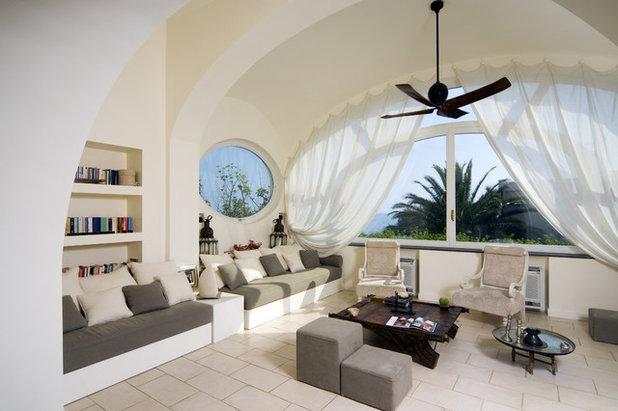 Mediterraneo Soggiorno by Fabrizia Frezza Architecture & Interiors