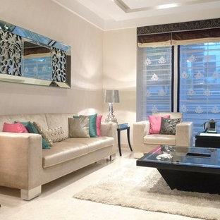 Пример оригинального дизайна: гостиная комната в современном стиле с бежевыми стенами