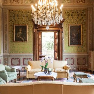 Esempio di un grande soggiorno vittoriano chiuso con sala formale, pareti multicolore, nessuna TV e pavimento multicolore