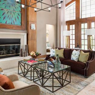 Immagine di un grande soggiorno tradizionale aperto con pareti grigie, pavimento in ardesia, cornice del camino in intonaco, pavimento multicolore, sala formale e camino classico