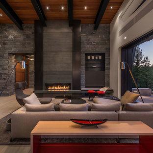Idées déco pour un salon contemporain ouvert avec une cheminée ribbon, un sol beige, un mur gris, un sol en carrelage de céramique et un manteau de cheminée en métal.