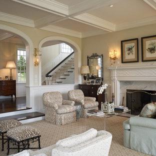Idee per un grande soggiorno tradizionale aperto con sala formale, pareti beige, nessuna TV, moquette, camino classico e cornice del camino in pietra