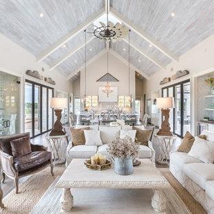 Стильный дизайн: парадная, открытая гостиная комната в стиле шебби-шик с темным паркетным полом - последний тренд