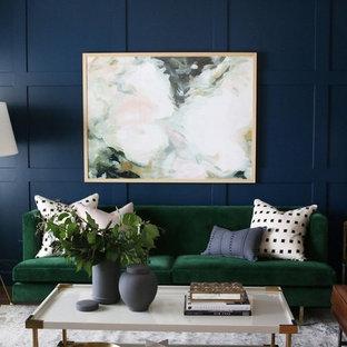 Esempio di un soggiorno chic di medie dimensioni con pareti blu e pavimento in legno massello medio