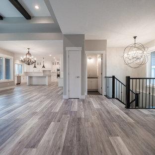 Idee per un grande soggiorno minimalista aperto con sala formale, pavimento in vinile, pavimento multicolore, camino classico e cornice del camino in mattoni
