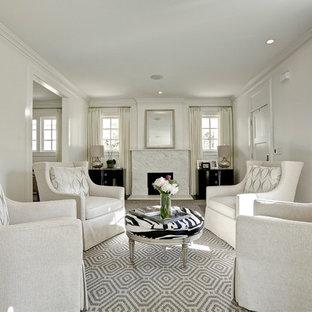 Cette photo montre un salon chic fermé avec une salle de réception et un mur blanc.