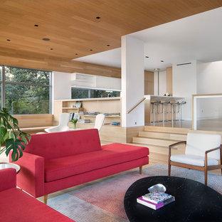 На фото: большая открытая, парадная гостиная комната в стиле ретро с белыми стенами и светлым паркетным полом без камина, ТВ