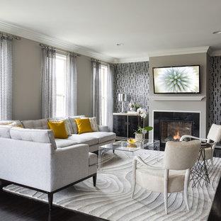 Imagen de salón para visitas abierto, clásico renovado, grande, con suelo de madera oscura, chimenea tradicional, televisor colgado en la pared, paredes marrones y suelo marrón