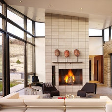 Contemporary Living Room by STUDIO.BNA architects