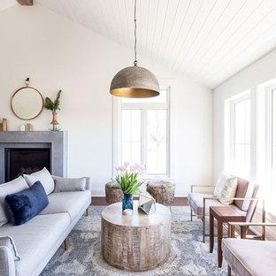トロントの大きいビーチスタイルのおしゃれなLDK (フォーマル、白い壁、標準型暖炉、濃色無垢フローリング、石材の暖炉まわり、壁掛け型テレビ、茶色い床) の写真