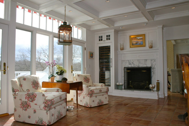 Traditional Living Room by Sapia Builders Corp.