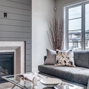 Foto de biblioteca en casa abierta, minimalista, de tamaño medio, con paredes blancas, moqueta, chimenea tradicional, marco de chimenea de madera, televisor colgado en la pared y suelo multicolor