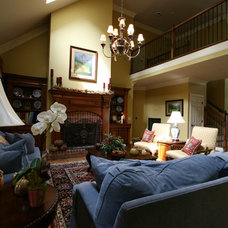 Traditional Living Room by Diversified Planning and Design