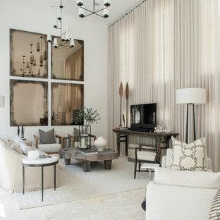 大きいビーチスタイルのおしゃれな独立型リビング (白い壁、テレビなし、コーナー設置型暖炉、ベージュの床) の写真