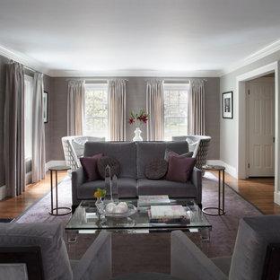 Ispirazione per un grande soggiorno contemporaneo chiuso con pareti grigie, pavimento in legno massello medio, camino classico, cornice del camino in legno e pavimento viola
