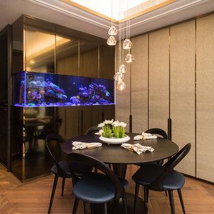 Idées Déco Pour Un Salon Moderne Avec Un Mur Beige, Un Sol En Contreplaqué  Et