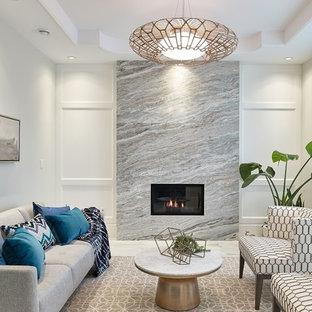 Modelo de salón para visitas cerrado, moderno, de tamaño medio, sin televisor, con paredes blancas, moqueta, chimenea tradicional, marco de chimenea de piedra y suelo marrón