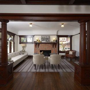 Esempio di un grande soggiorno stile americano aperto con sala formale, nessuna TV, pareti bianche, parquet scuro, camino classico e cornice del camino piastrellata