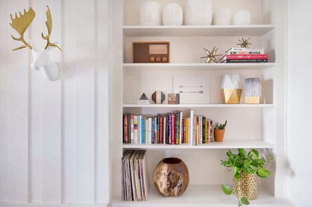 Modern Living Room by WAKE + LOOM  DESIGN