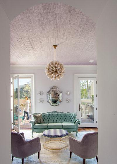 Как клеить обои на потолок: как поклеить жидкие, виниловые, флизелиновые обои своими руками на потолок