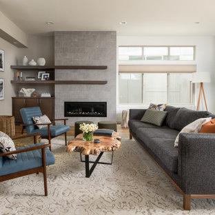 Idee per un soggiorno design di medie dimensioni e aperto con pareti bianche, pavimento in legno massello medio, cornice del camino piastrellata, nessuna TV, camino lineare Ribbon e pavimento marrone
