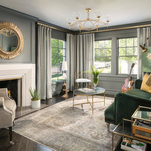 Ispirazione per un soggiorno classico con sala della musica, pareti grigie, parquet scuro, camino classico e nessuna TV