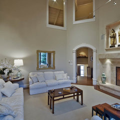 traditional living room by Debbie Evans,RID