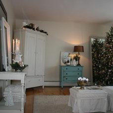 Traditional Living Room White Christmas