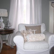 Traditional Living Room White living room