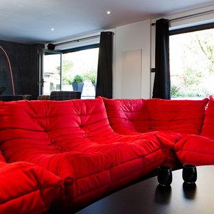 Immagine di un soggiorno minimalista con pareti nere