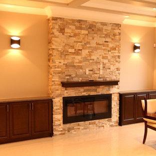 Immagine di un grande soggiorno classico aperto con sala formale, pareti verdi, pavimento con piastrelle in ceramica, camino lineare Ribbon, cornice del camino in pietra e TV a parete