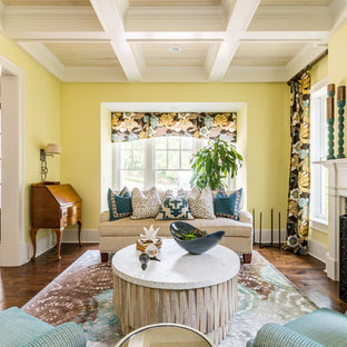 アトランタの中くらいのトランジショナルスタイルのおしゃれな独立型リビング (黄色い壁、濃色無垢フローリング、標準型暖炉、タイルの暖炉まわり、茶色い床、フォーマル) の写真