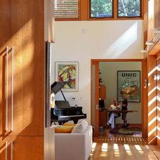 Modern Home Office by Studio William Hefner