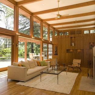 Esempio di un soggiorno minimal con camino classico
