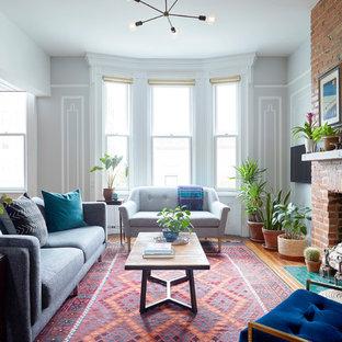 Inspiration för ett mellanstort eklektiskt separat vardagsrum, med grå väggar, en standard öppen spis, en spiselkrans i tegelsten, ett finrum, mellanmörkt trägolv och brunt golv