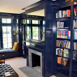 Idéer för vintage vardagsrum, med blå väggar, heltäckningsmatta, en standard öppen spis och en spiselkrans i sten