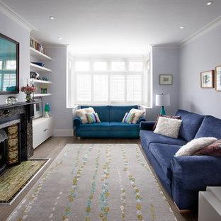 Idee per un soggiorno contemporaneo di medie dimensioni e chiuso con camino classico, nessuna TV e pareti viola