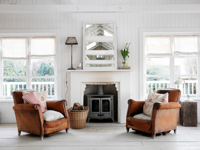 Shabby-chic Style Living Room by Cabbages & Roses Ltd