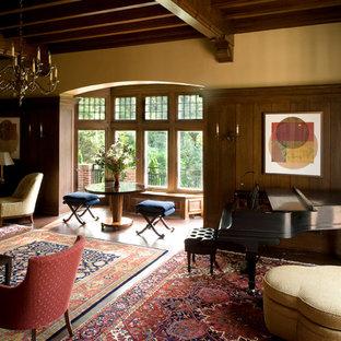Foto de salón con rincón musical cerrado, clásico, extra grande, sin televisor, con paredes marrones y suelo de madera en tonos medios