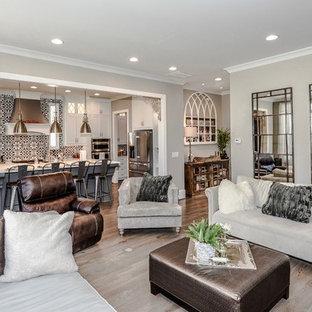 Idee per un grande soggiorno chic aperto con parquet chiaro, camino sospeso, cornice del camino in mattoni e TV a parete