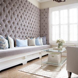 Idéer för att renovera ett mellanstort vintage vardagsrum, med ett finrum, beige väggar och kalkstensgolv
