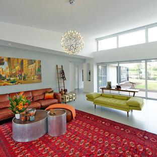 Foto de salón abierto, actual, grande, con paredes grises