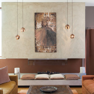 Foto di un grande soggiorno eclettico aperto con sala formale, pareti grigie, pavimento in legno massello medio e camino lineare Ribbon